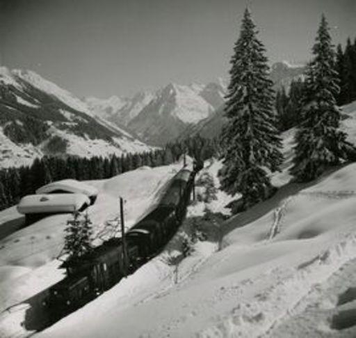 Emil MEERKÄMPER - Fotografie - Die Rhätische Bahn bringt Feriengäste ins Graubunden.