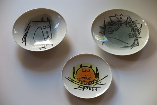 "Wifredo LAM - Cerámica - Porcelana di Albisola - set of three plates, two 9"", one 7.7"