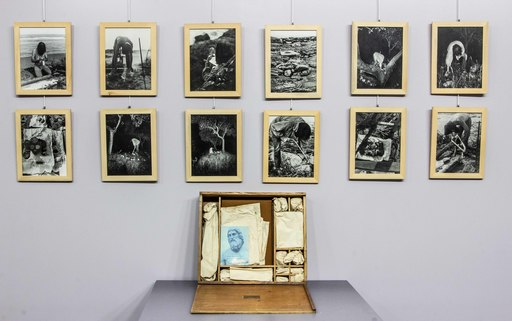 Geoffrey HENDRICKS - Photography - Scatola di 36 foto più oggetti