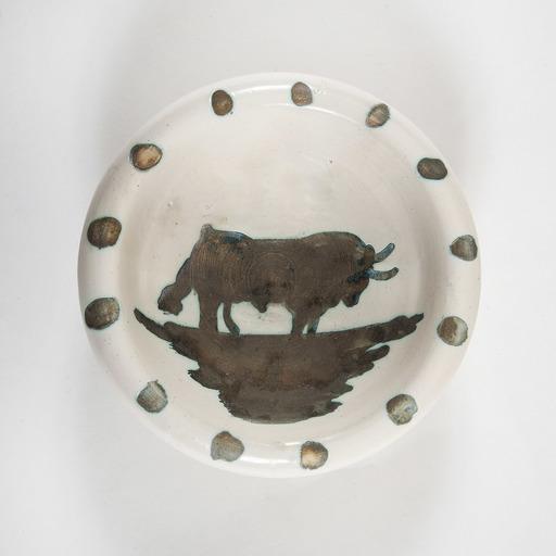 Pablo PICASSO - Ceramic - Coupe, figure au taureau