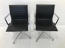 Charles & Ray EAMES - Paire de fauteuils de bureau modèle Alu Group