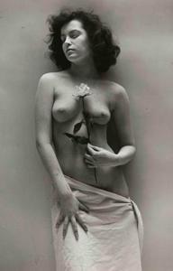 André DE DIENES - 照片 - Nude with Rose