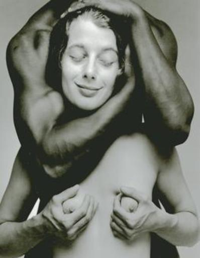 Eikoh HOSOE - Fotografia - (Head of white woman in black man's arms)