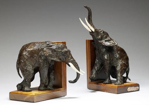 Ary Jean Léon BITTER - Sculpture-Volume - Serre-livres aux Eléphants