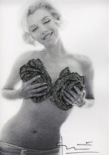 Bert STERN - Photography - Marilyn Black silver wink roses