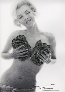 Bert STERN - Photo - Marilyn Black silver wink roses