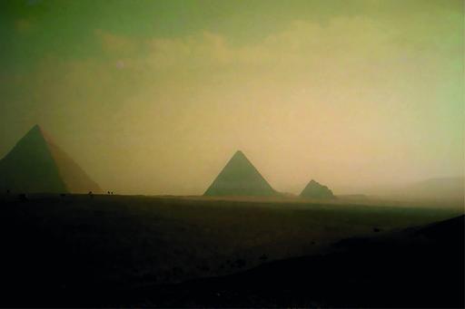 Sigrun NEUMANN - Print-Multiple - Pyramids in the sandstorm
