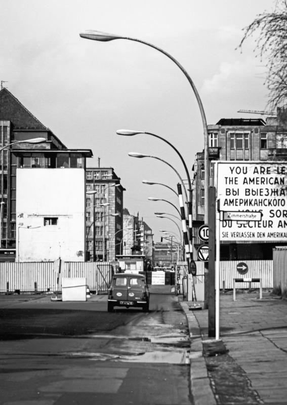 Robbert Frank HAGENS - Photography - Checkpoint Charlie - Berlin 1976