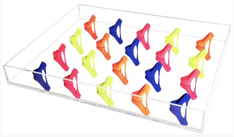 richard orlinski table en plexiglas et stiletto oeuvres de la place de march. Black Bedroom Furniture Sets. Home Design Ideas