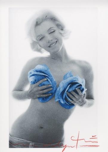 Bert STERN - Fotografia - Marilyn blue wink roses
