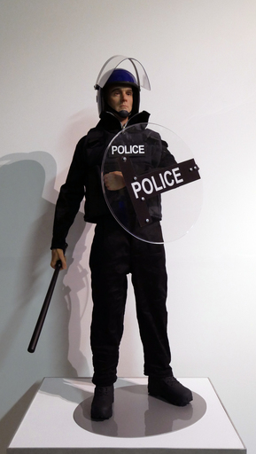Eugenio MERINO - Scultura Volume - Toy UK Riot Police