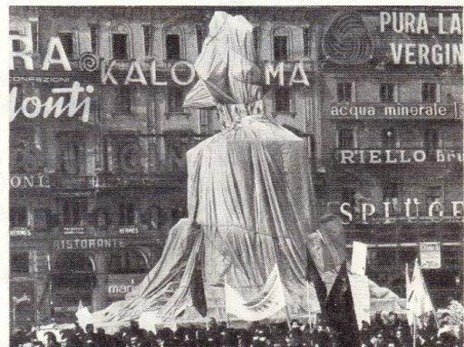CHRISTO - Photo - Victorio Enmanuel, Piazza del Duomo, Milan