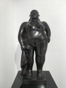 Fernando BOTERO - Escultura - Donna in piedi con panno
