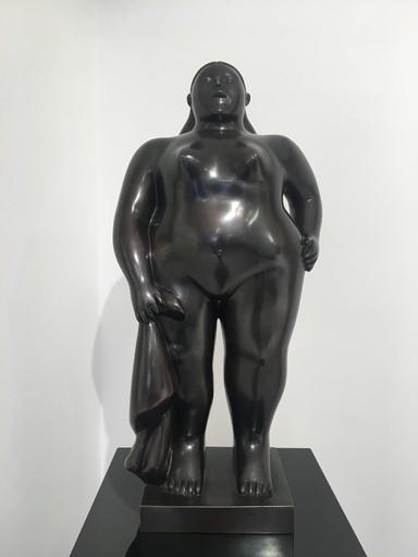 Fernando BOTERO - Skulptur Volumen - Donna in piedi con panno
